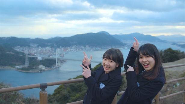 広島と山口を訪れる甲斐心愛(左)と矢野帆夏(右)