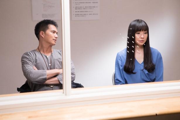 【写真を見る】第6話では亮(市原隼人)が茜(伊藤歩)のキスを目撃してしまい…!?