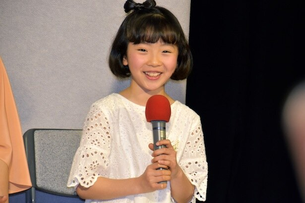 幼少期の鈴愛を演じる矢崎由紗