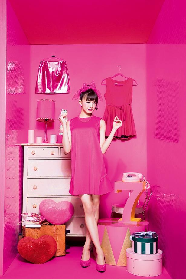 7月は出席番号7番 星名美怜のソログラビア!ピンク尽くしのお人形さんに変身