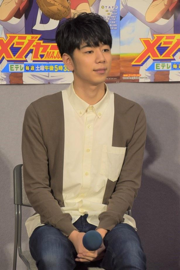 優しい笑顔で記者からの質問に答えた西山宏太郎