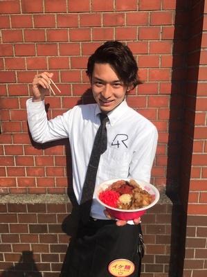 """女子たちの心も温める """"IKE麺(イケメン)"""" スタッフのおもてなし"""