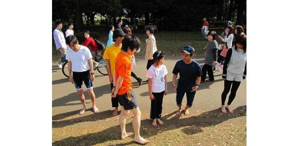 裸足ランニングのレッスンイベントでは、吉野氏が直に指導を!
