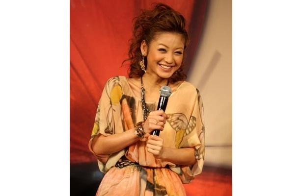 笑顔もキュートな西山茉希