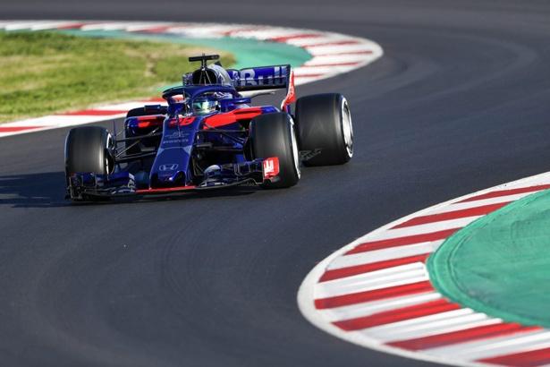 スペインで行われたF1プレシーズンテストを走るブレンドン・ハートレー