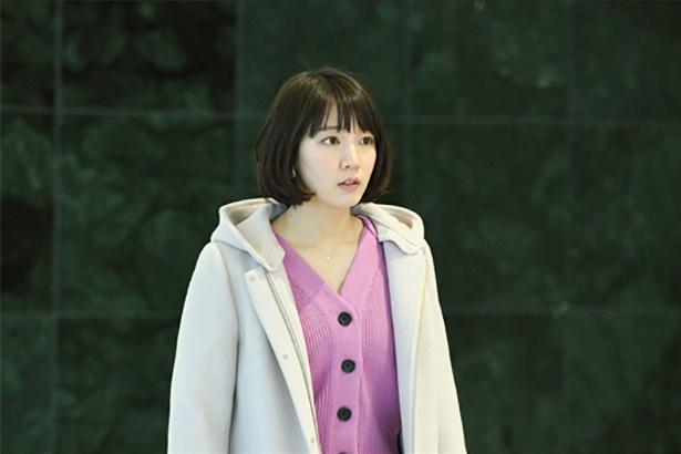 小川今日子(おがわきょうこ) =吉岡里帆、自己評価が極めて低く、自分に全く自信が持てない。吉崎と付き合い始めるが、星名を完全に拒むことができない