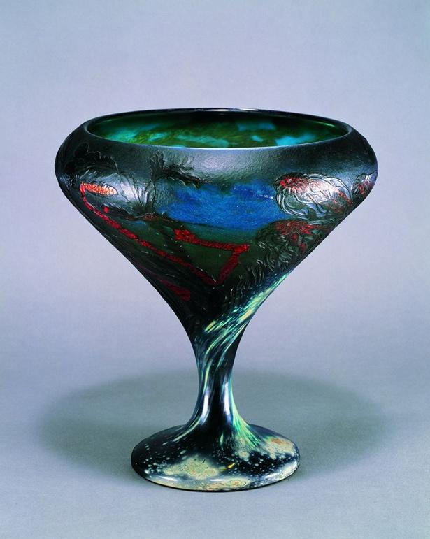 クラゲをモチーフにした作品《くらげ文大杯》1898‐1900年サントリー美術館蔵(菊地コレクション)