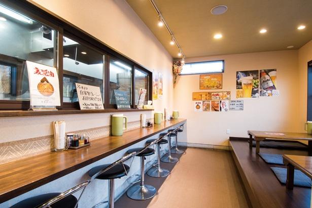 店内は座敷が中心で、平日ランチは好きなラーメンに250円追加で餃子3個か唐揚げ3個とライスが付くお得なセットが人気