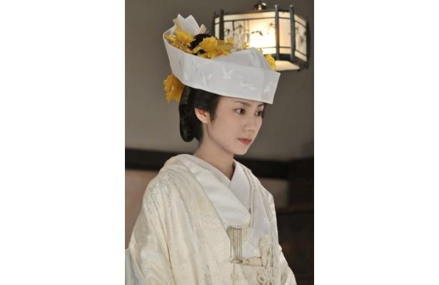 松下奈緒、初めての白むく姿。打ち掛けにはある工夫が?