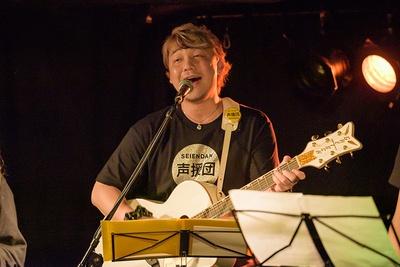 勝杏里は声援団のギターも担当している