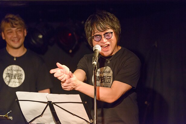 声優の東地宏樹。他のメンバーに混ざってオーディオドラマ・コーナーで本領発揮
