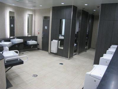 リニューアルされた副都心線池袋駅の男性用トイレ