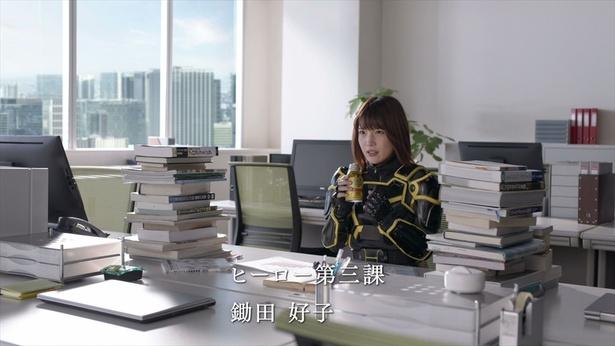 ダイドー新CMに内田真礼がヒーロー姿で登場