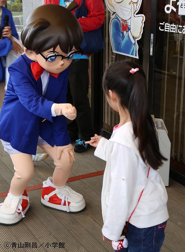 江戸川コナン君と一緒にじゃんけんをしてコナングッズを手に入れよう!