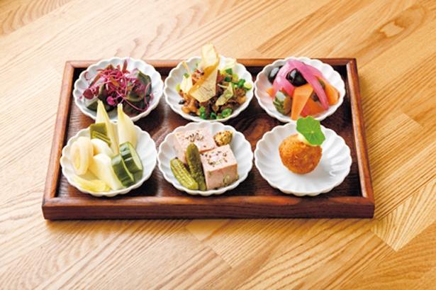 日替りのおばんざい6種盛り1,290円/BON HOSTEL&CAFE, DINING