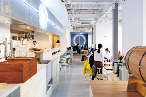 店内/BON HOSTEL&CAFE, DINING