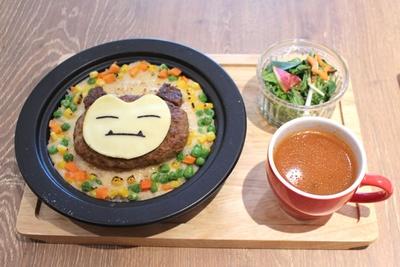 シーフードドリアにハンバーグをオン!ボリューム満点の「カビゴンもおなかいっぱい!!ハンバーグドリア」(1598円)