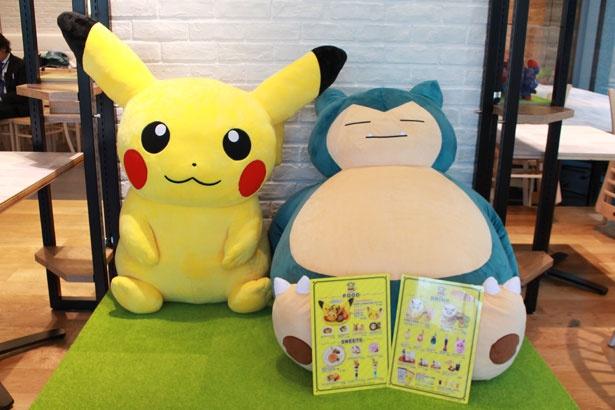 ポケモンカフェの店内では、ピカチュウとカビゴンがお出迎え