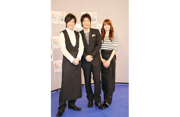 会見に出席したコン・ユテ、細川、ヨンア(写真左から)