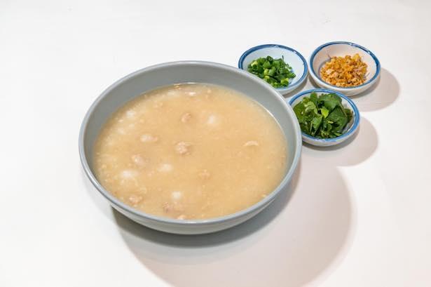 朝食におすすめの「カオトム(タイ雑炊)」(500円)