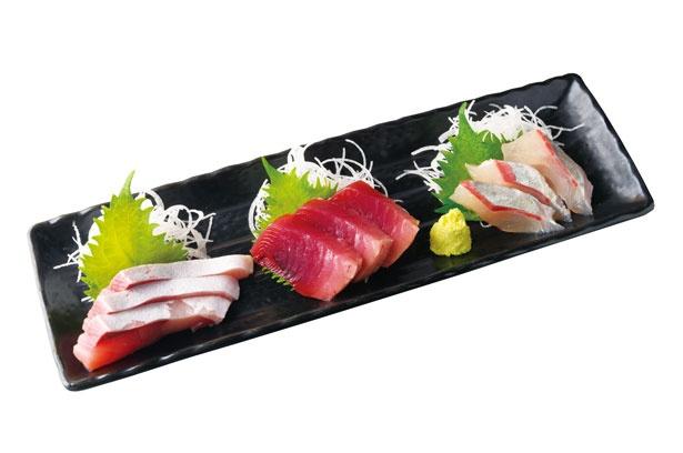 【写真を見る】「造りの三種盛り」(730円~)/旬鮮市場 gyoぎょ魚