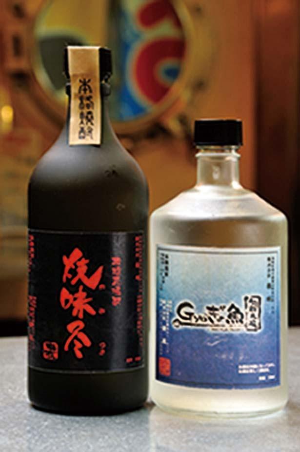「焼味尽」(グラス380円、ボトル2880円)、「gyoぎょ魚」(グラス410円、ボトル3080円)/旬鮮市場 gyoぎょ魚