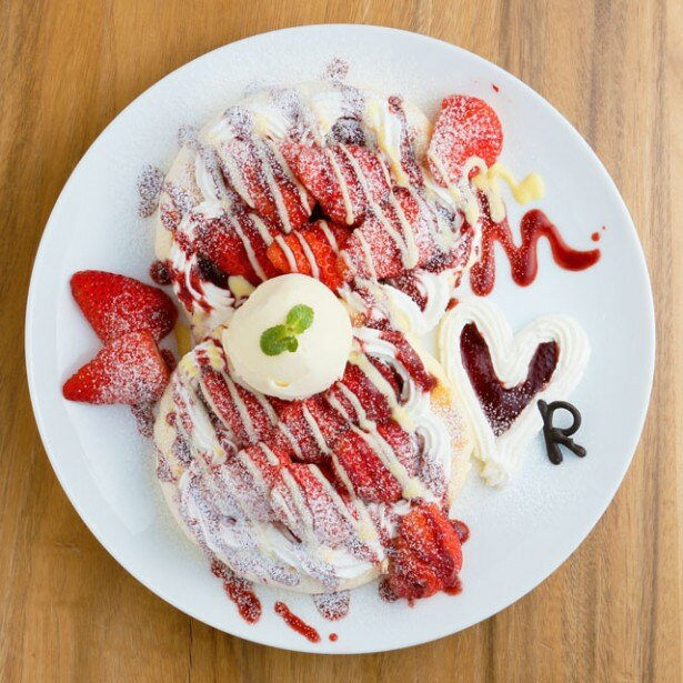 12~4月の冬限定で提供される「イチゴのパンケーキ」(1700円)