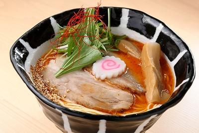 「海老花塩麺」(1120円)。香りだけでエビの存在感は抜群!