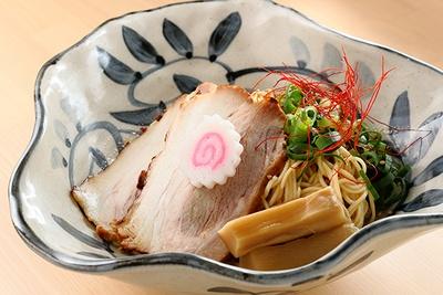 「まぶし麺海老クリーム」(1160円)。そのまま食べても美味だが、「自家製もちもちナン」(100円)にもよく合う