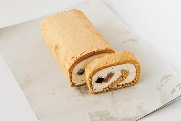 【画像を見る】たっぷりと詰まった生クリームが後を引くロールケーキ