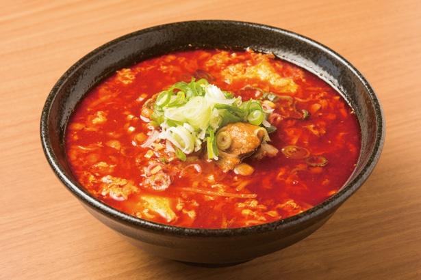 スープはかなり辛いが、牛の旨味もしっかり感じられる「元祖カルビらーめん」(850円)