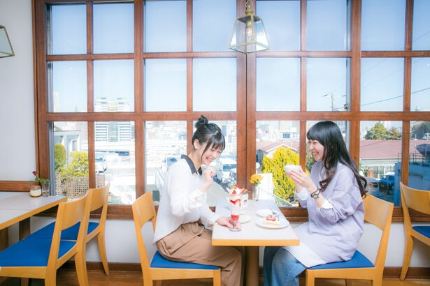 「喫茶 エレーナ」では、5月上旬までの「いちごのパフェ」(980円)がおすすめ