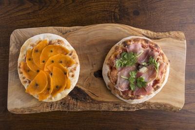 「プーリア風ピザ」(850~1550円程度)はサクッ&モチッとした食感