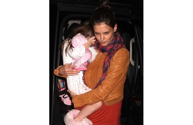 【写真】疲れたらすぐにママのケイティに抱っこしてもらうスリちゃん