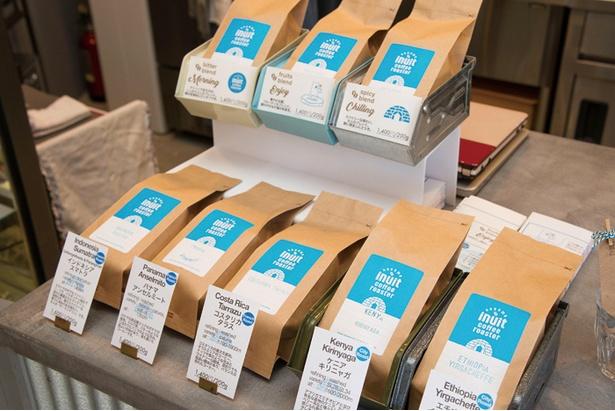 シングルオリジンのものやオリジナルブレンドを含めて常時約10種が並ぶ自慢のコーヒー豆(200g 1,400円〜)。店内では1杯500円で飲むことができる(一部をのぞく)