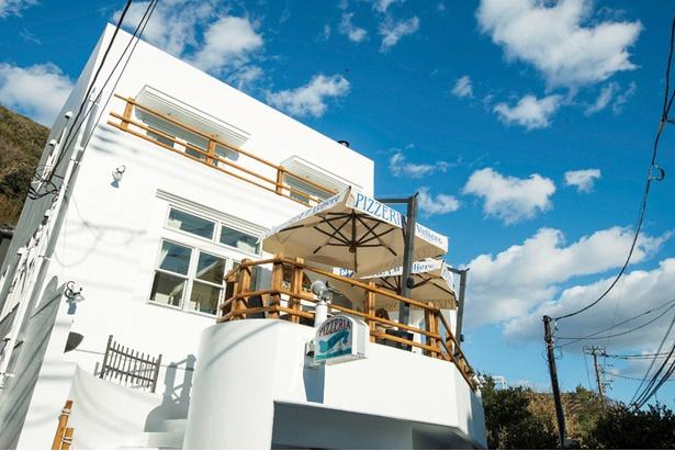 【画像を見る】コート・ダジュールなどの海辺リゾート地を意識したという店構え