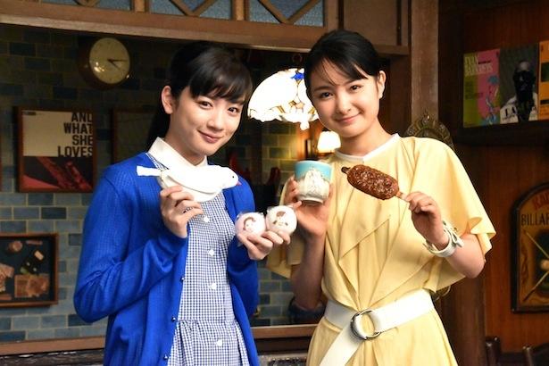 連続テレビ小説「わろてんか」の葵わかな(右)と、連続テレビ小説「半分、青い。」の永野芽郁(左)