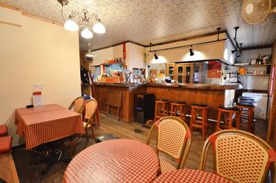 大衆フレンチ食堂のような雰囲気で気取らずに食事できる