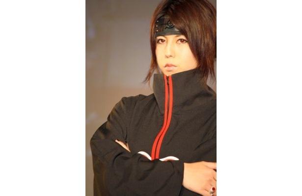 『NARUTO』イタチのコスプレをする琉球girlさん