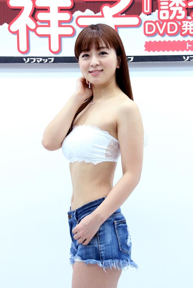 【写真を見る】祥子はこの日の衣装について「マリンルックと言われたのでセクシーに」と話した