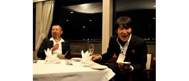 【写真】「おれもお前も酔うてるな」(ジュニア)、「いい感じに酔っ払ってます」(コバヤシ)とご機嫌