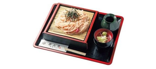 サクラの花を練りこんだ麺を使用「花うどん/ざる」(550円)