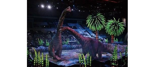 【写真】22mのブラキオサウルスが迫る!! リアルなショー写真はコチラ