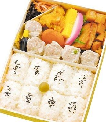 横浜のソウルフード、崎陽軒「シウマイ弁当」(780円)。1954年誕生で、販売個数1日平均1万7000個という超ロングヒット駅弁の誕生は、幕の内弁当が発想のきっかけだったとか