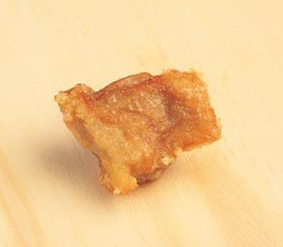鶏の唐揚げ。定番化したのは、1992年から。一定温度で丁寧に揚げ、鶏のうま味を引き立たせる味わいに