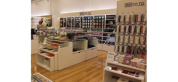 """""""Shop in Shop""""で、店内には和小物などを置くゾーンが"""