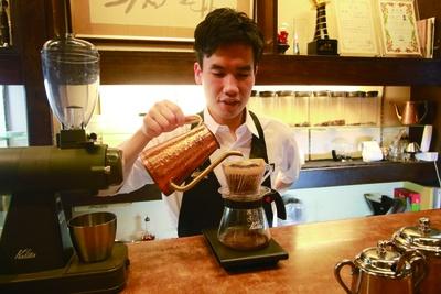 「岡田珈琲 サテライト店」世界一周旅行中に各地のカフェ文化に触れ、コーヒー道に開眼