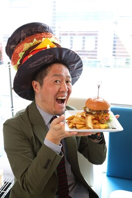 西日本ハンバーガー協会の薮が実食!「ブルーチーズの芳醇な香りにハラペーニョの辛味。個性たっぷりなうまさが堪能できます!」