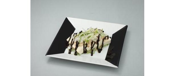 ゼブラーマンが復活をとげる2025年をイメージした、バンバンシー風冷製黒胡麻坦々豆腐「BLACK TANTAN 2025(復活)」