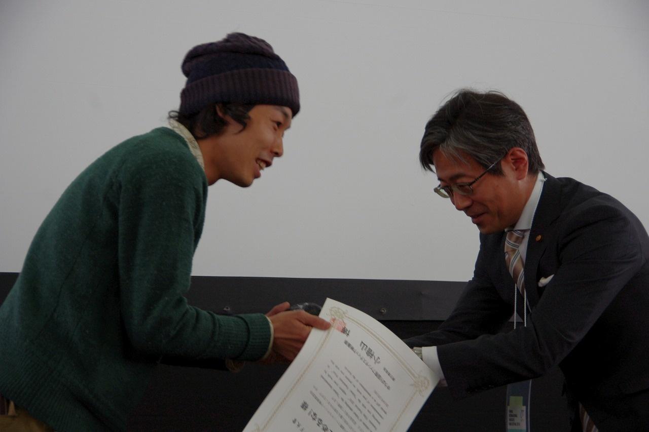「予想していなかった」と語る受賞に表情がほころぶ上田監督